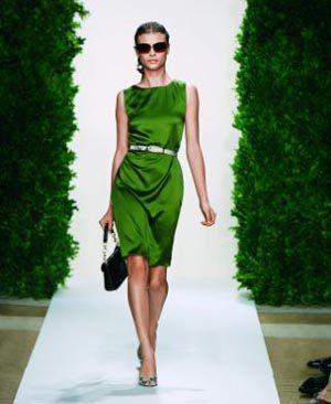 Color de esmalte para vestido verde