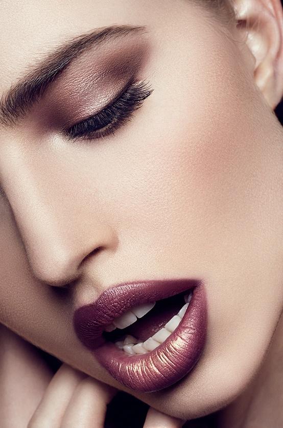 maquillaje-para-san-valentin-look-natural-labios-borgoña