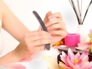 blanquear uñas
