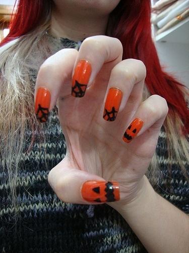 ideas-de-unas-para-halloween-uñas-naranjas-calabazas