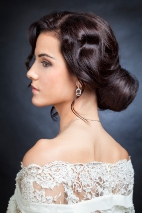 Los peinados de novias 2013 for Recogido mono bajo