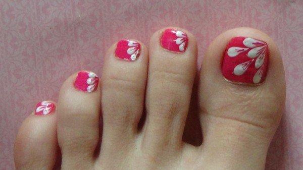 estilos-de-decoración-de-uñas-de-pies-2015-decoración-con-estampado-de-flores