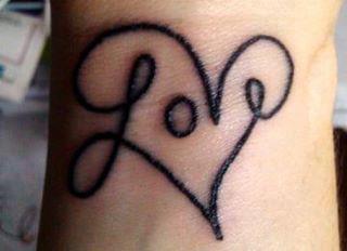 tatuajes-en-la-muñeca-2015-corazon-love