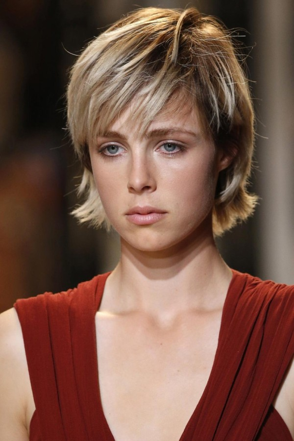 Corte de cabello con puntas hacia afuera