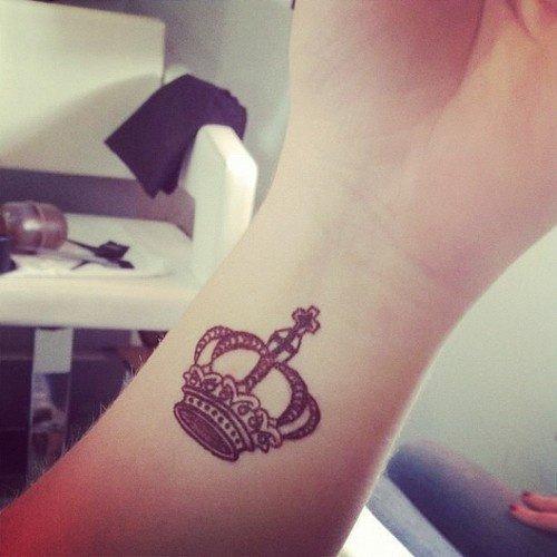 tendencias-tatuajes-para-mujeres-2015-tatuajes-pequeño-corona
