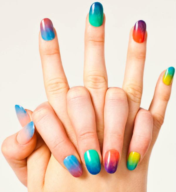 decoracion-de-uñas-de-porcelana-uñas-de-distintos-colores