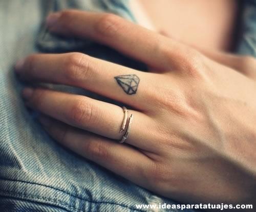 tatuaje-de-diamante-pequeño