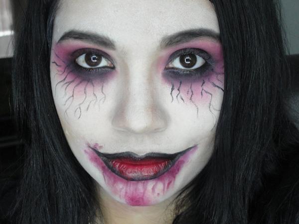 maquillaje-halloween-zombie-ojeras-rosas