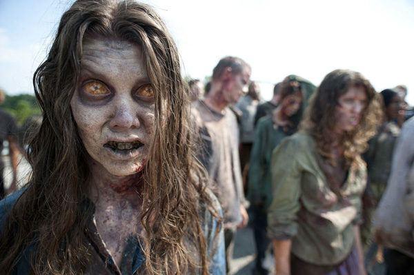 maquillaje-halloween-zombie-ojos-amarillos