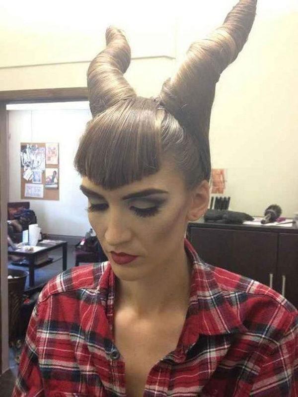 peinados-para-halloween-pelo-largo-cuernos