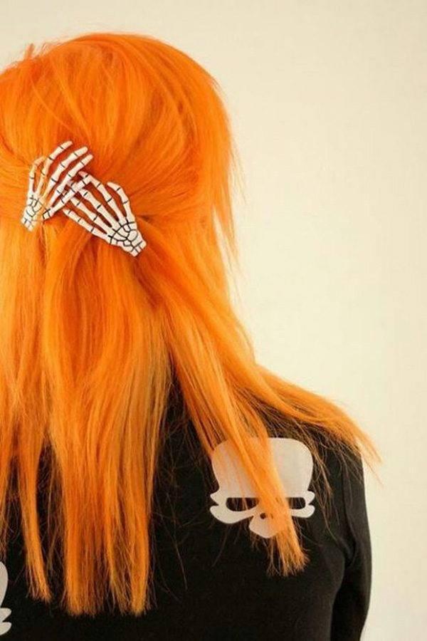 peinados-para-halloween-pelo-largo-manos