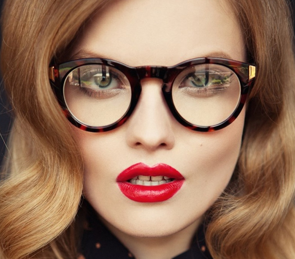 Girl-with-glasses-beautiful-hair-and-red-lipstick
