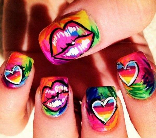 unas-decoradas-labios-corazones