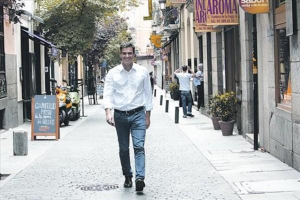 looks-de-pedro-sanchez-camisa-blanca-jeans