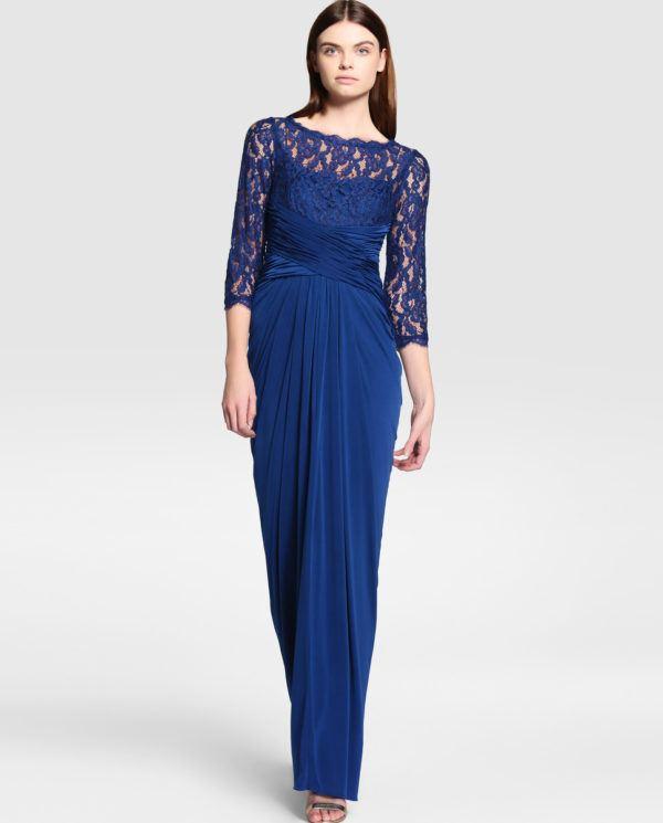 9b8b8ff83 ¿Algo más oscuro todavía  Sin problema. Este vestido largo para ir de boda  en color azul muy marino es perfecto. Completamente hecho en encaje
