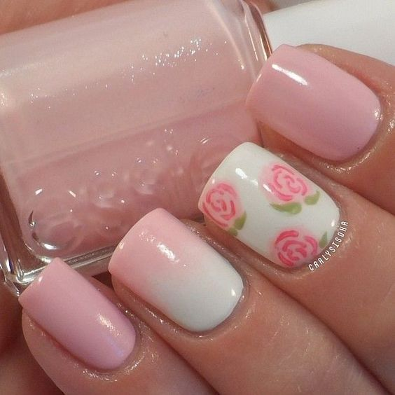 unas-decoradas-con-flores-rosas