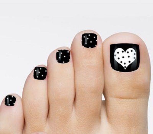 decoracion-de-unas-de-los-pies-de-gel-negras-corazones