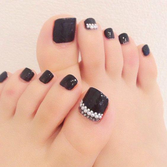 decoracion-de-unas-de-los-pies-de-gel-negras