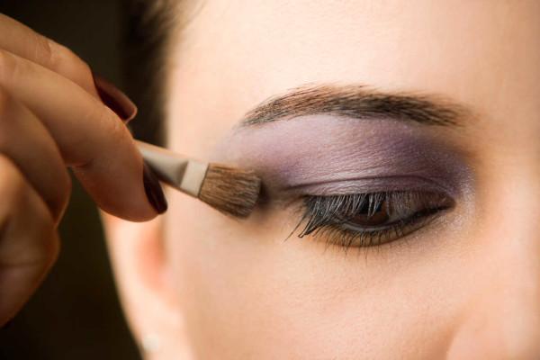como-maquillarse-los-ojos-paso-paso-sombras-de-ojos