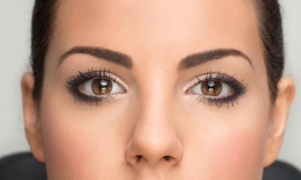 maquillar-ojos-marrones-piel-clara
