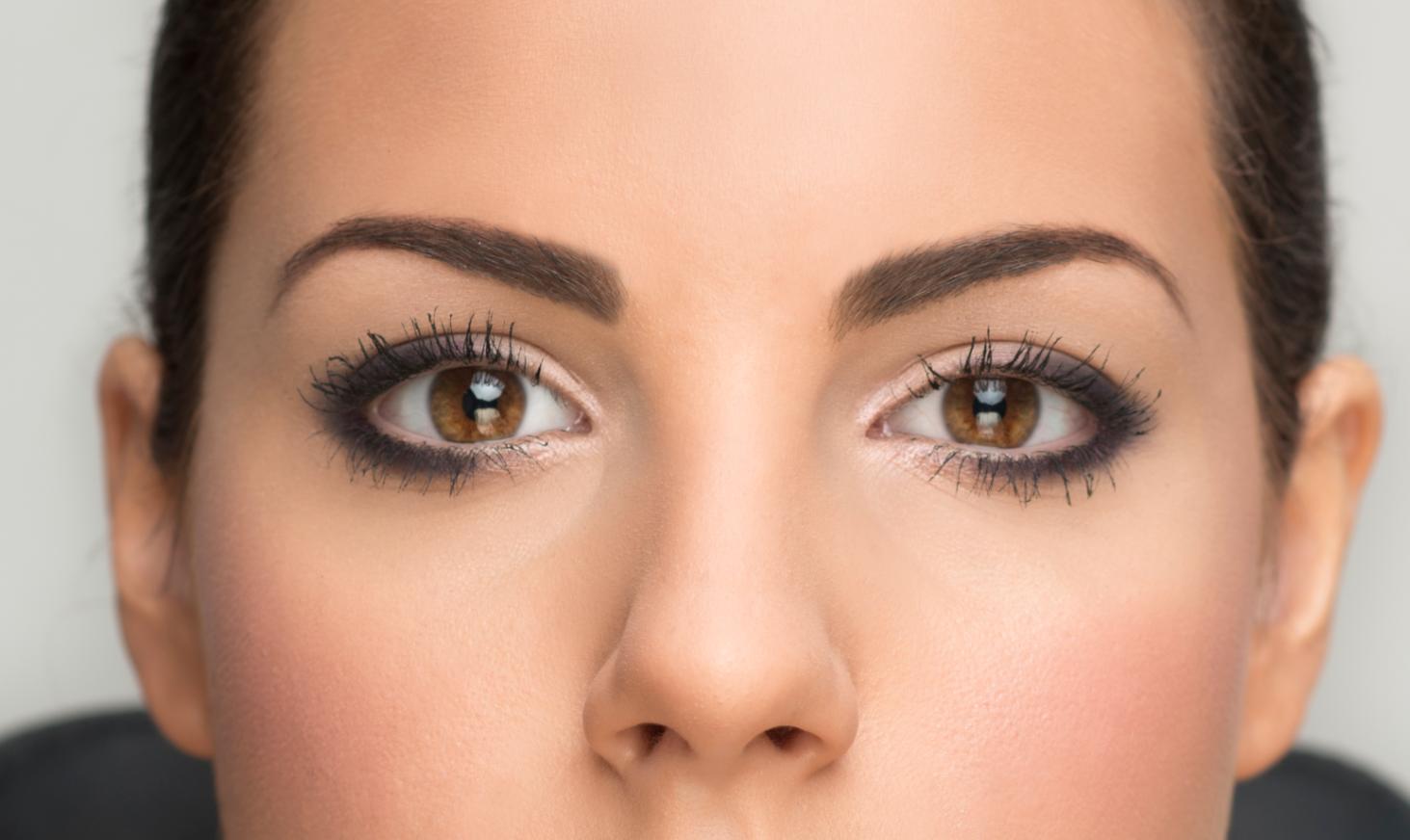 C mo maquillar ojos marrones for Como maquillar ojos ahumados paso a paso