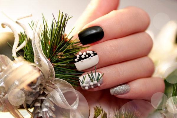 Unas navidenas con piedras blancas y negras