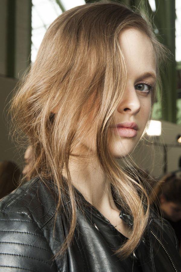 para los cabellos rubios la de esta temporada es optar por los rubios con matices dorados rubios que combinados con castaos