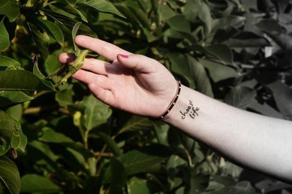 los-tatuajes-en-la-muneca-frase