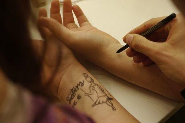 los-tatuajes-en-la-muneca-nina