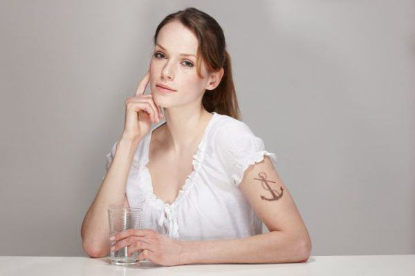 tatuajes-brazo-mujer-ancla