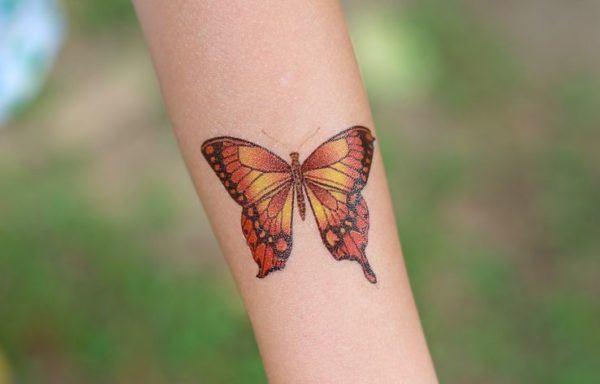 tatuajes-brazo-mujer-animales-mariposa