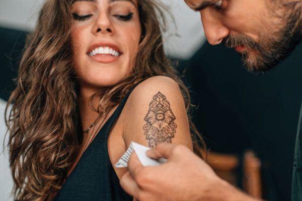 tatuajes-brazo-mujer-figuras