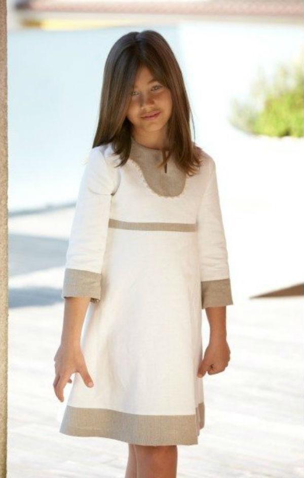 2a777fd785 Los vestidos de Primera Comunión cortos y sencillos son los más informales  de todos. Al mismo tiempo