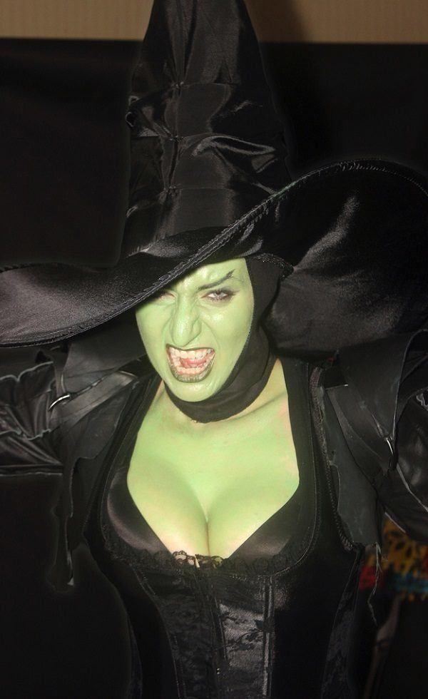 Cmo maquillarse como la Bruja del Oeste para Halloween 2018 paso