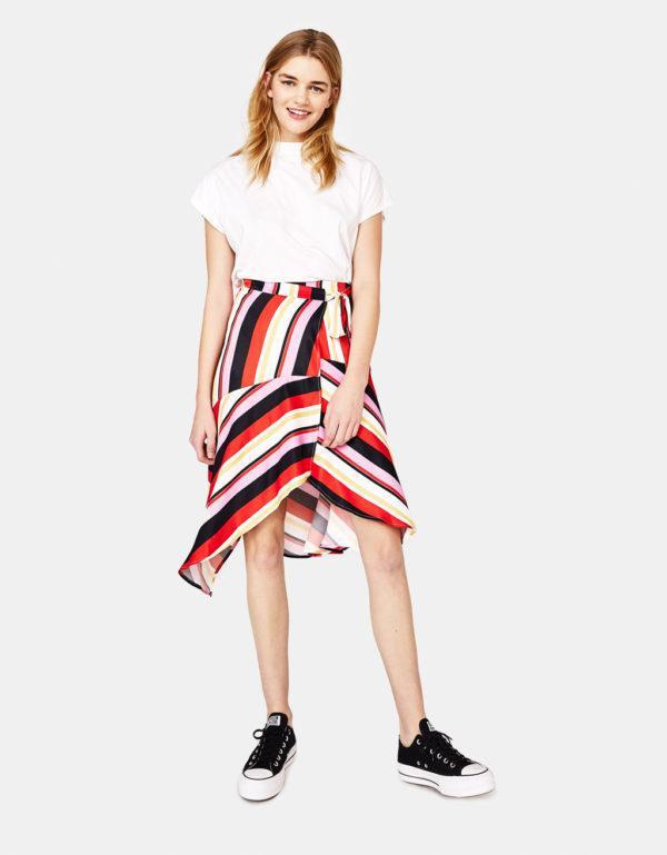 7f377d3e04 ¿Y qué pasa con las faldas  Pues que también se van a ver mucho este verano  2019. Por ejemplo