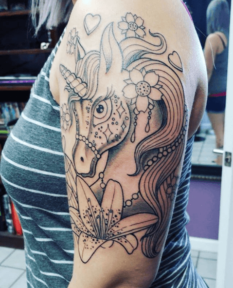 tatuajes de unicornio grande melena