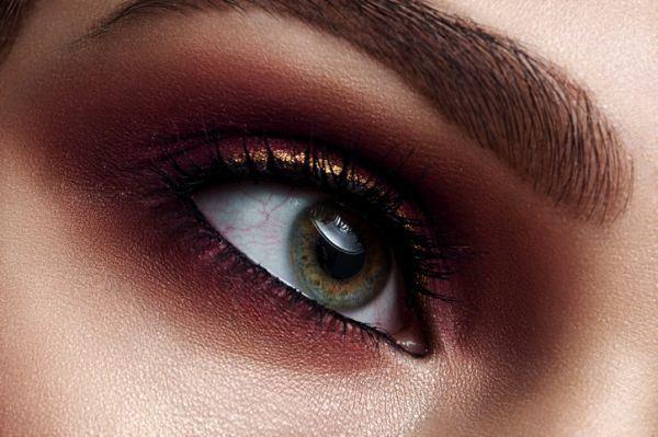 como-pintarse-los-ojos3-istock