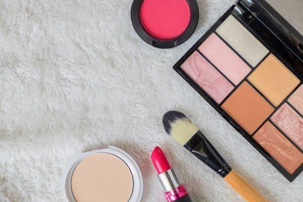 como-hacer-un-organizador-de-maquillaje3-istock