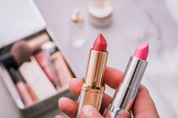 como-hacer-un-organizador-de-maquillaje4-istock
