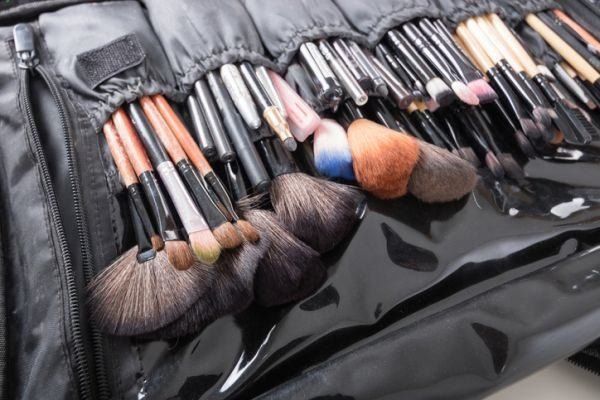 como-hacer-un-organizador-de-maquillaje7-istock