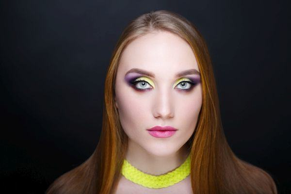 maquillaje-colores-neon-istock2