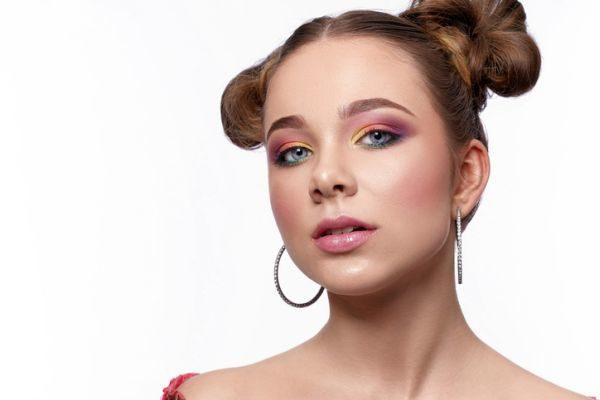 maquillaje-colores-neon-istock3
