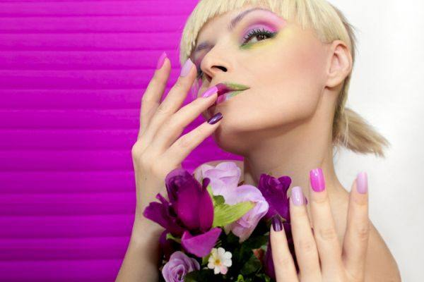 maquillaje-colores-neon-istock5