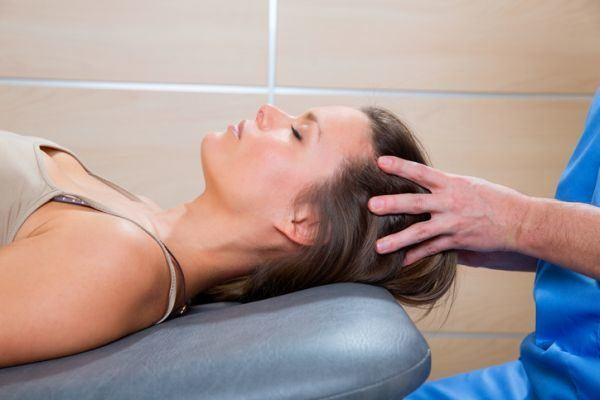 como-aplicar-un-masaje-craneal-istock2
