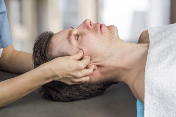 como-aplicar-un-masaje-craneal-istock4
