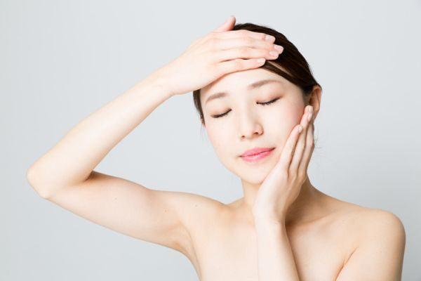 como-aplicar-un-masaje-facial-istock