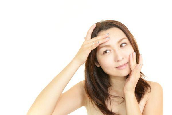 como-aplicar-un-masaje-facial-istock2