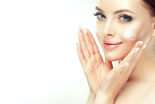 como-aplicar-un-masaje-facial-istock5