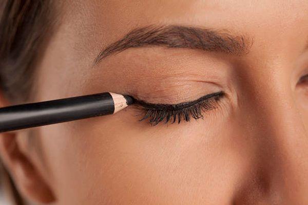 Que eyeliner delineador de ojos usar para principiantes 1